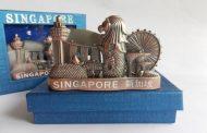 11 Oleh-Oleh Khas Singapura yang Paling Diburu Wisatawan