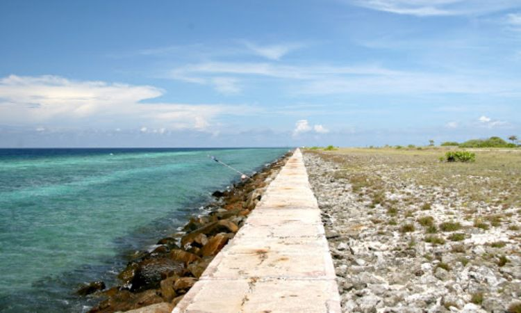 Pantai Pulau Layang-Layang